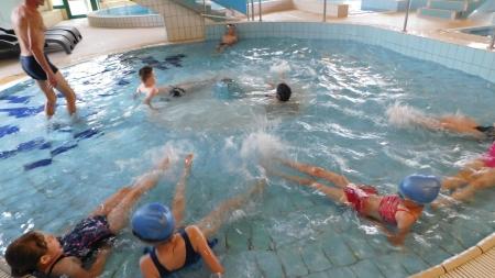 Nauka pływania na chojnickim basenie